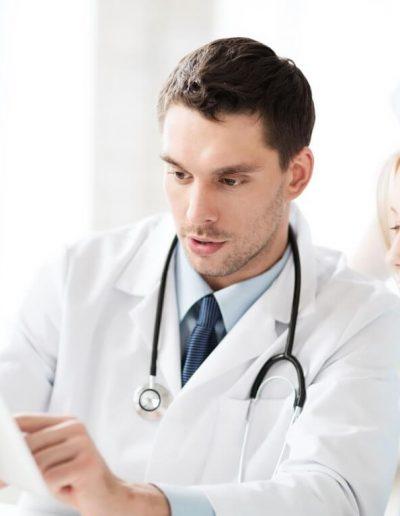 divi-healthcare-doctor-patient-checkup